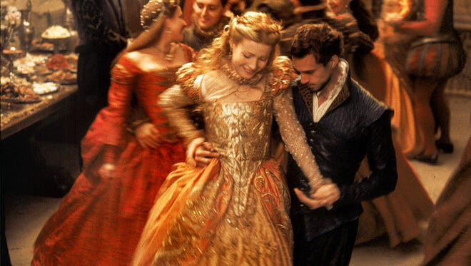 (l-r) Gwyneth Paltrow and Joseph Fiennes in Shakespeare in Love. --- DATE TAKEN: rcvd 1998  By Laurie Sparham   Miramax Films , Source: Miramax Films       HO      - handout ORG XMIT: UT87342