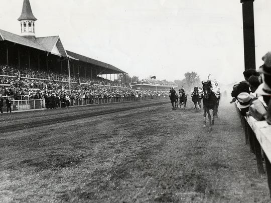 Head on at the wire, Burgoo King wins the 1932 Kentucky Derby.