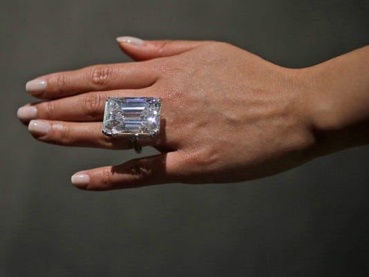 AP WHITE DIAMOND A USA NY