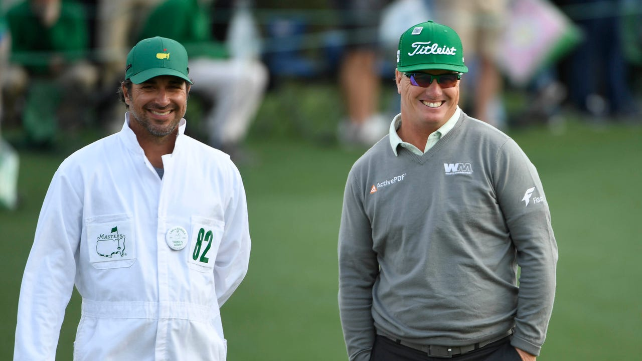 PGA Tour golfer Charley Hoffman explains how he prepares for The Masters, the year's first major championship. From putting to chipping and more, it takes a lot of practice to compete with the best.