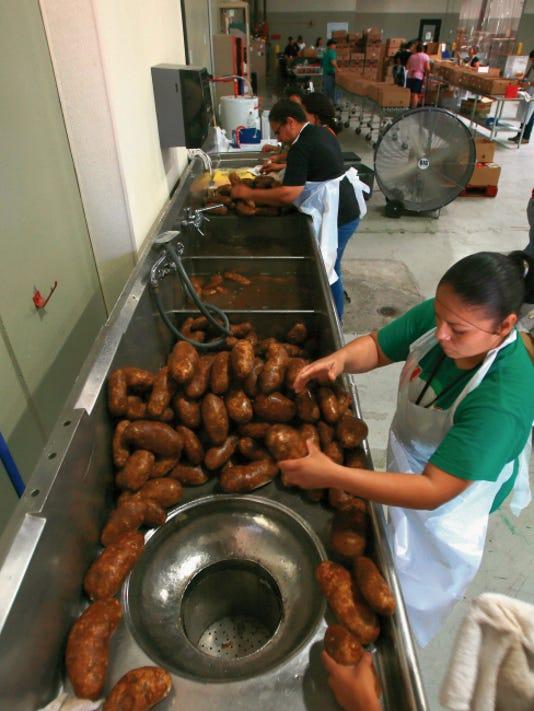 VICTOR CALZADA-EL PASO TIMES El Pasoans Fighting Hunger volunteer Esmeralda Rivas cleaned donated potatoes Wednesday.