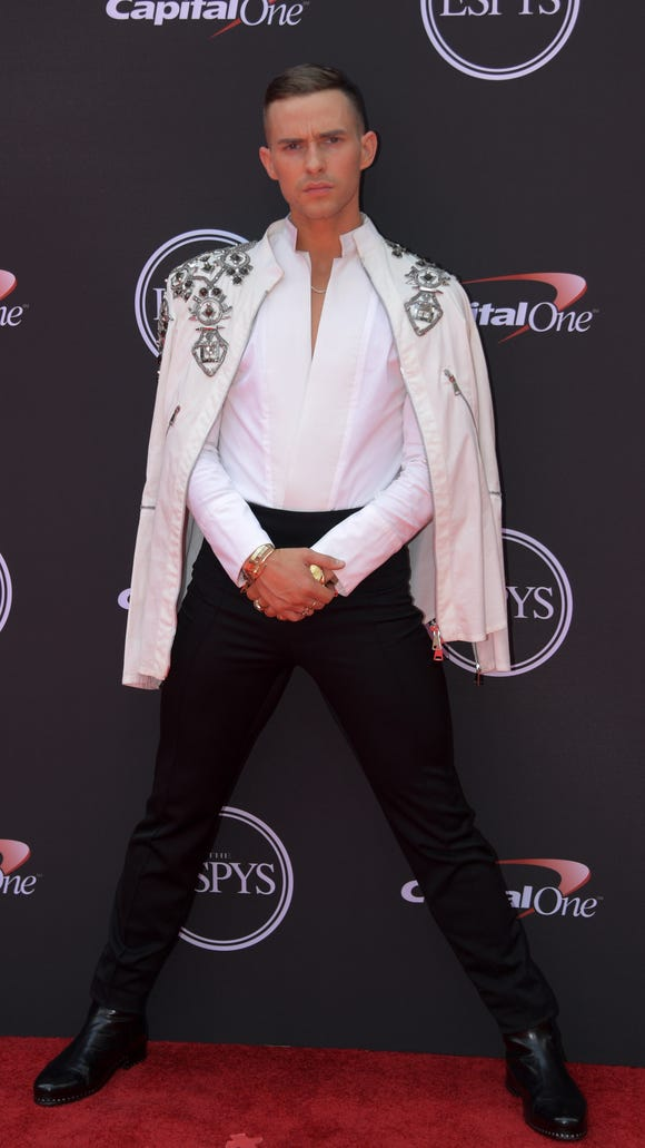 See 2018 ESPYS red carpet fashion, including JaVale McGee's Gucci fanny pack