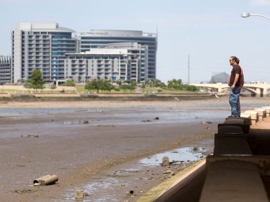 Tempe Town Lake Dam drained