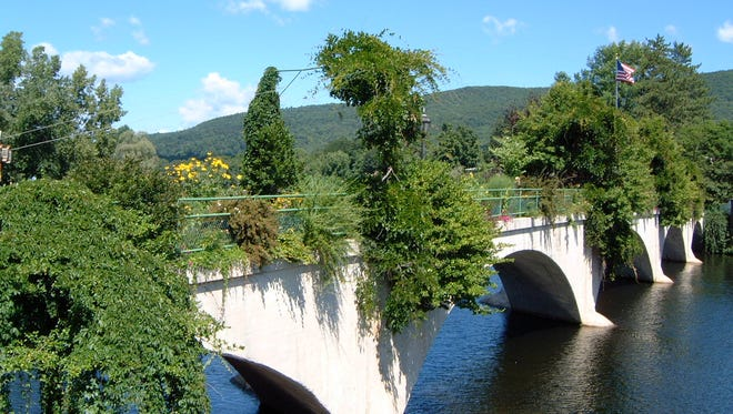 Shelburne Falls in Massachusetts served as one of the inspirations for the Garden Aerial vision for our own Pont de Rennes bridge at High Falls.