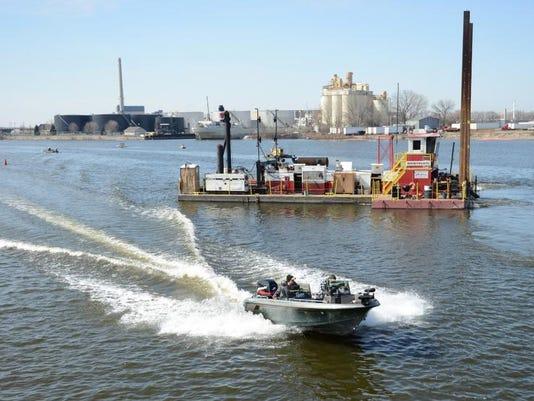 -GPG Fox River Dredging009.jpg_20140409.jpg