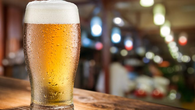 Dads can get a free beer at any bar and restaurant Sunday thanks to a rebate from cashback app Ibotta.