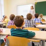 Impacta a estudiantes latinos la escasez de maestros en Arizona