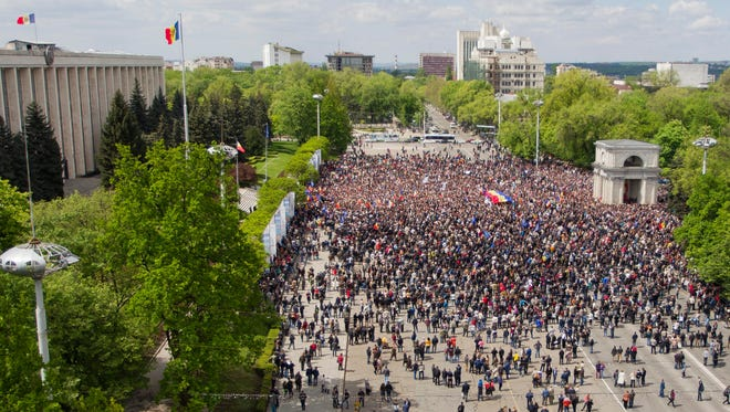A general view of  protesters at the Big Square of the National Assembly in Chisinau, Moldova, on May 3, 2015.