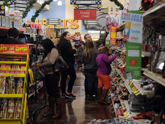 many stores open christmas eve for last minute shoppers - What Time Does The Mall Close On Christmas Eve