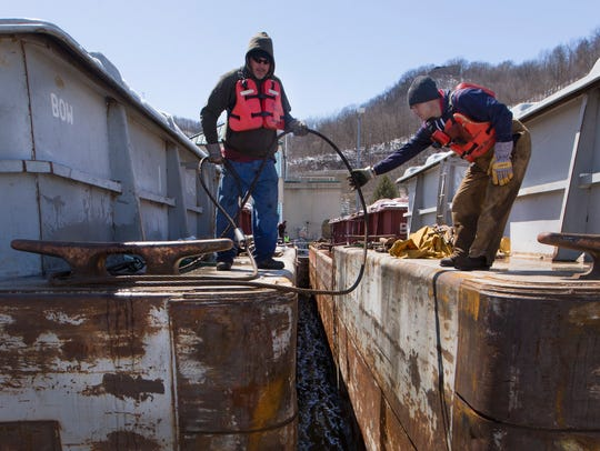 Deckhands from the Britney Lee lash together barges