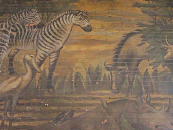 Buffalo zoo history hiding in plain sight for Bufflon revetement mural