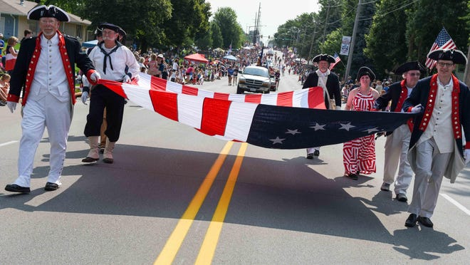 Members of the Children of the American Revolution take part in the 2015 Urbandale Fourth of July parade.