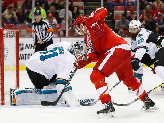 636127710041215287-AP-Sharks-Red-Wings-Hockey-M-4-.jpg