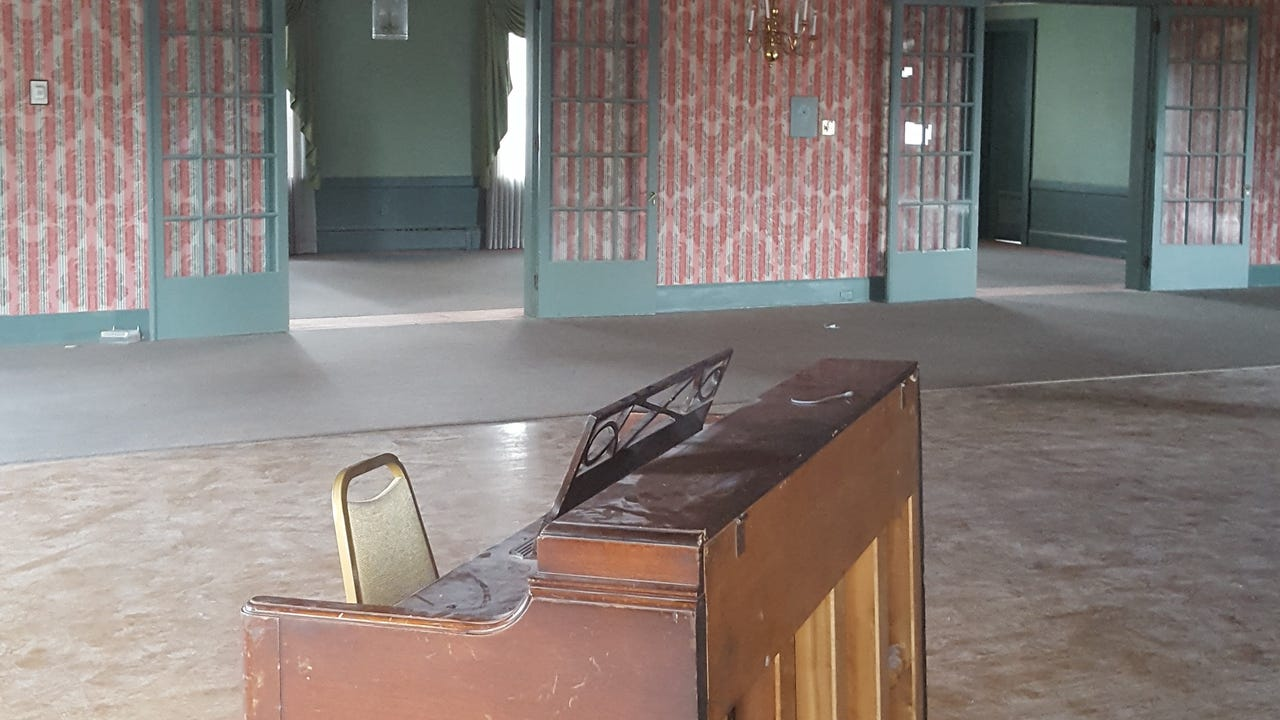 The building dates back to 1901 with decor from around the 1980s. It used to be a social club for men only and now the city is trying to redevelop the space. One local artist wants to turn it into a museum with event center and art shops.