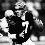 Cincinnati Bengals quarterback Boomer Esiason carries the ball during the Bengals AFC divisional playoff game against the Seattle Seahawks Dec. 31 in Cincinnati. The Bengals will play the San Francisco 49ers at Super Bowl XXIII, Jan. 22, 1989 in Miami, Florida.
