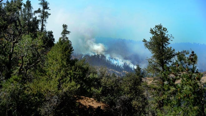 JUAN CARLO/THE STAR The Pine Fire is burning in remote, hard-to-access terrain in the Sespe Wilderness area. Firefighters are being drop off by helicopters to get to the line.