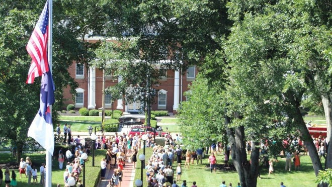 COURTESY ANDERSON UNIVERSITY More than 700 freshmen made the Archway Walk Sunday morning at Anderson University.