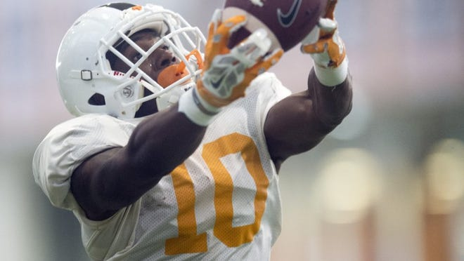 Tennessee wide receiver Vincent Perry (10) pulls down a pass during practice on Thursday, April 7, 2016.