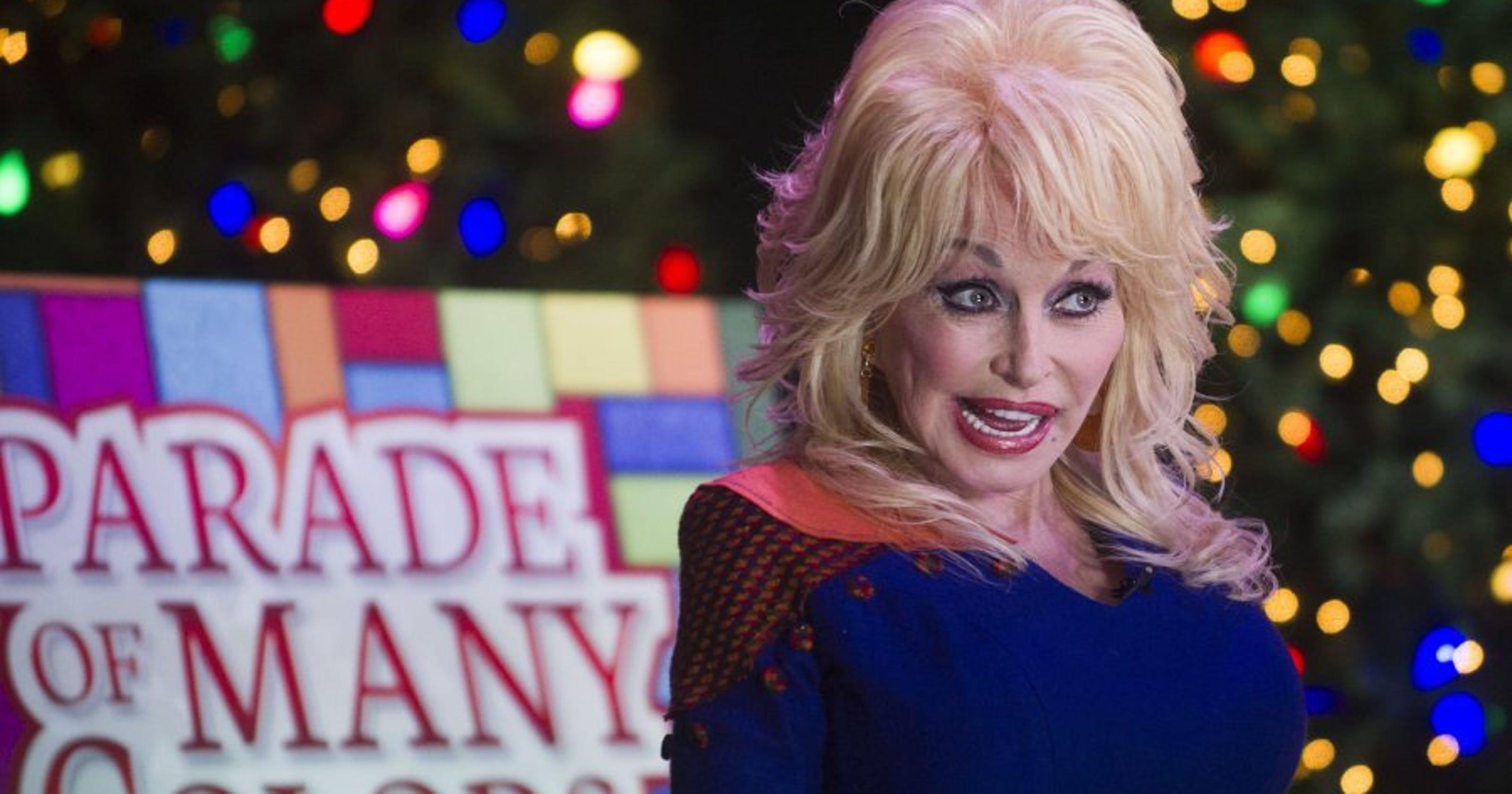 Dolly Parton Christmas.Dolly Parton Announces New Dollywood Christmas Parade Talks