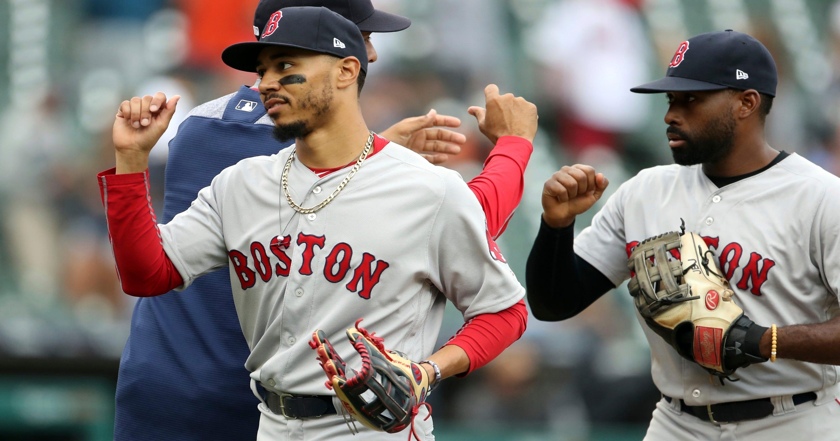b2ca993f076 Red Sox get 3 Gold Glove winners