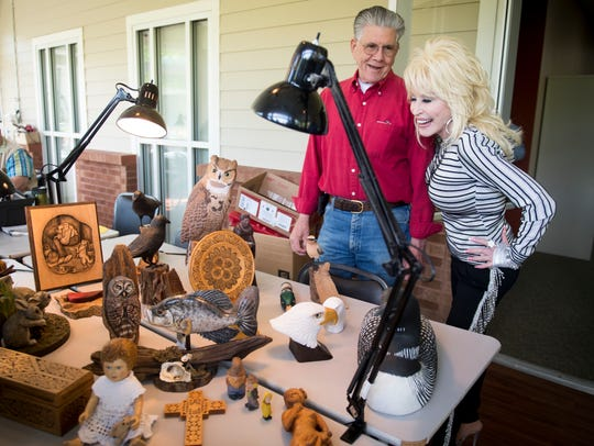 Dolly Parton views wood art made at the newly renamed
