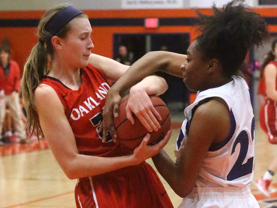 Oakland's Maggie Knowles (23) and La Vergne's Mika