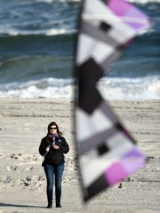 Lisa Willoughby juggles kite flying with her career as a speech pathologist. She is also the mother of two children.