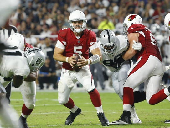 Cardinals quarterback Drew Stanton scrambles out of