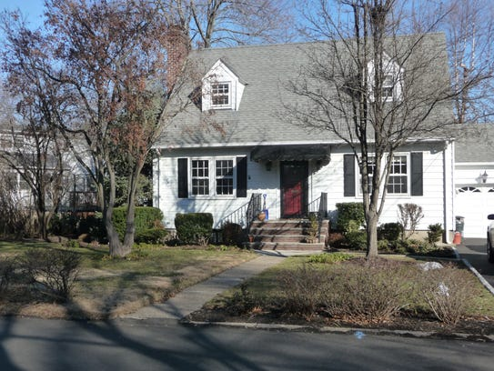8 Remington Road, Fair Lawn