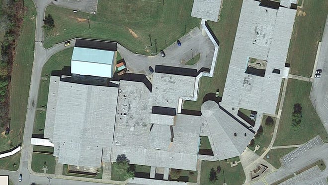 Aerial photo of Dickson County High School from Google Maps.