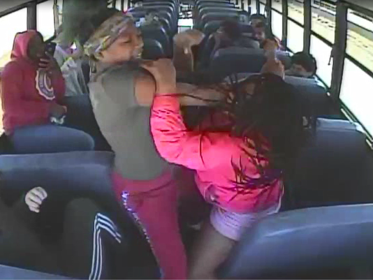 636643217596774830-Nicolet-school-bus-fight.PNG