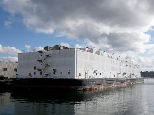 Nimitz-Barge-02.JPG
