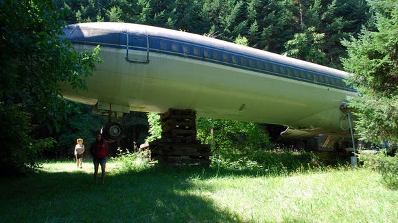 BruceCampbell_Plane_home