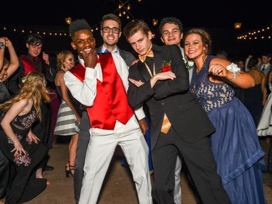 636606099438094080-North-Buncombe-High-Prom-April-27-2018-86.jpg