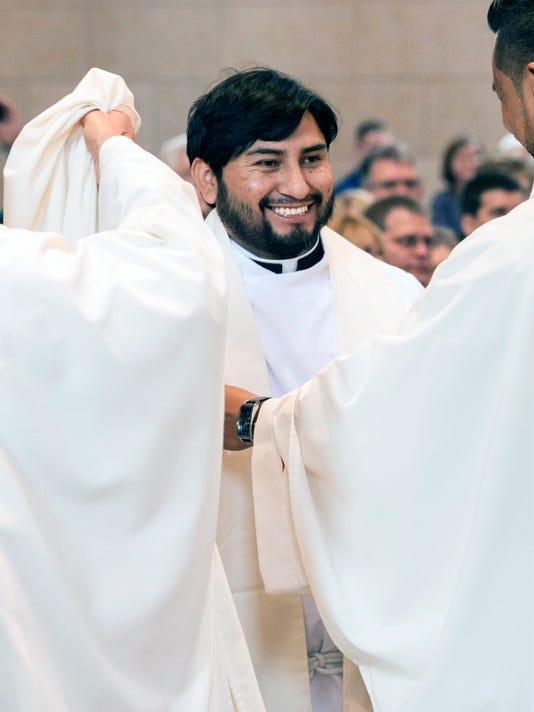 636000496609351247-Two-priests-ordained-PEARL-11.jpg