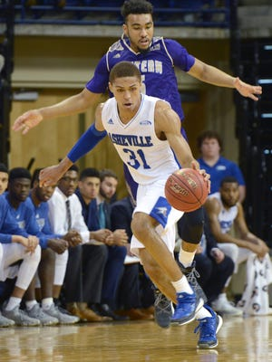 MaCio Teague (31) moves the ball for UNC Asheville against Western Carolina on Dev. 17 at the Kimmel Arena. The Bulldogs defeated the Catamounts 59-57.