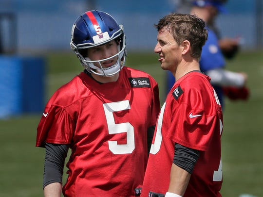 New York Giants quarterbacks Eli Manning, right, and