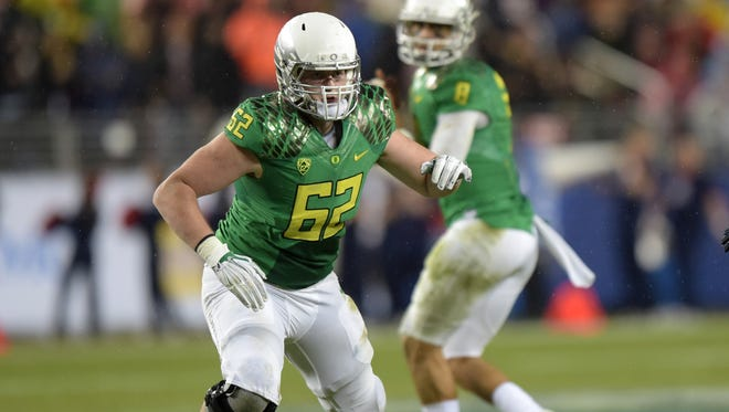 Dec 5, 2014; Santa Clara, CA, USA; Oregon Ducks offensive lineman Matt Pierson (62) defends as quarterback Marcus Mariota (8) drops back to pass against the Arizona Wildcats in the Pac-12 Championship at Levi's Stadium. Mandatory Credit: Kirby Lee-USA TODAY Sports