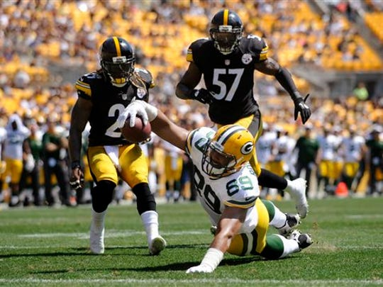 Green Bay Packers tight end Richard Rodgers (89) stretches for the end zone and a touchdown in front of Pittsburgh Steelers inside linebacker Terence Garvin (57) and safety Sharmako Thoms, left, during the second quarter of an NFL preseason football game, Sunday, Aug. 23, 2015, in Pittsburgh. (AP Photo/Vincent Pugliese)
