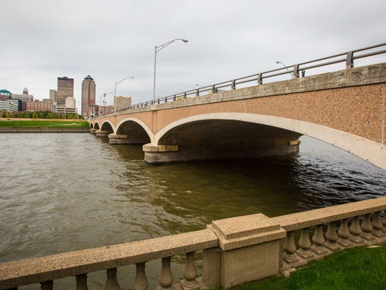 The Grand Avenue bridge over the Des Moines River, shown Sept. 14, 2016, before its reconstruction.