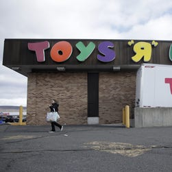 Toys R Us reportedly planning to close 200 more stores, corporate layoffs