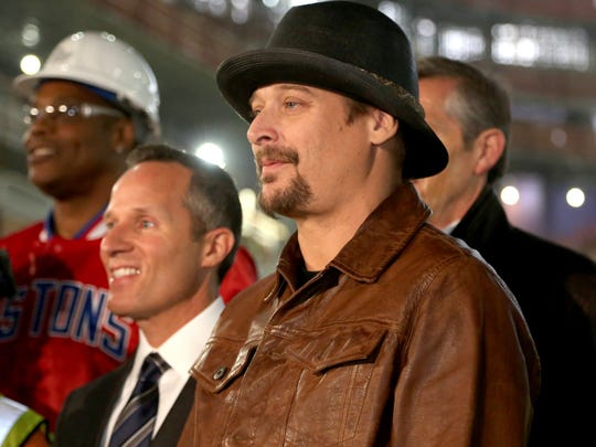 Kid Rock poses for a group picture with other dignitaries