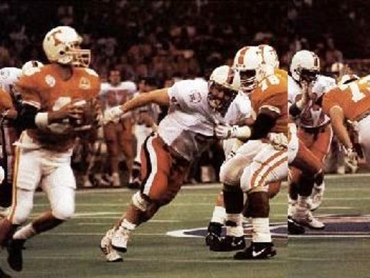 Andy Kelly, left, looks for a target in the 1991 Sugar Bowl.