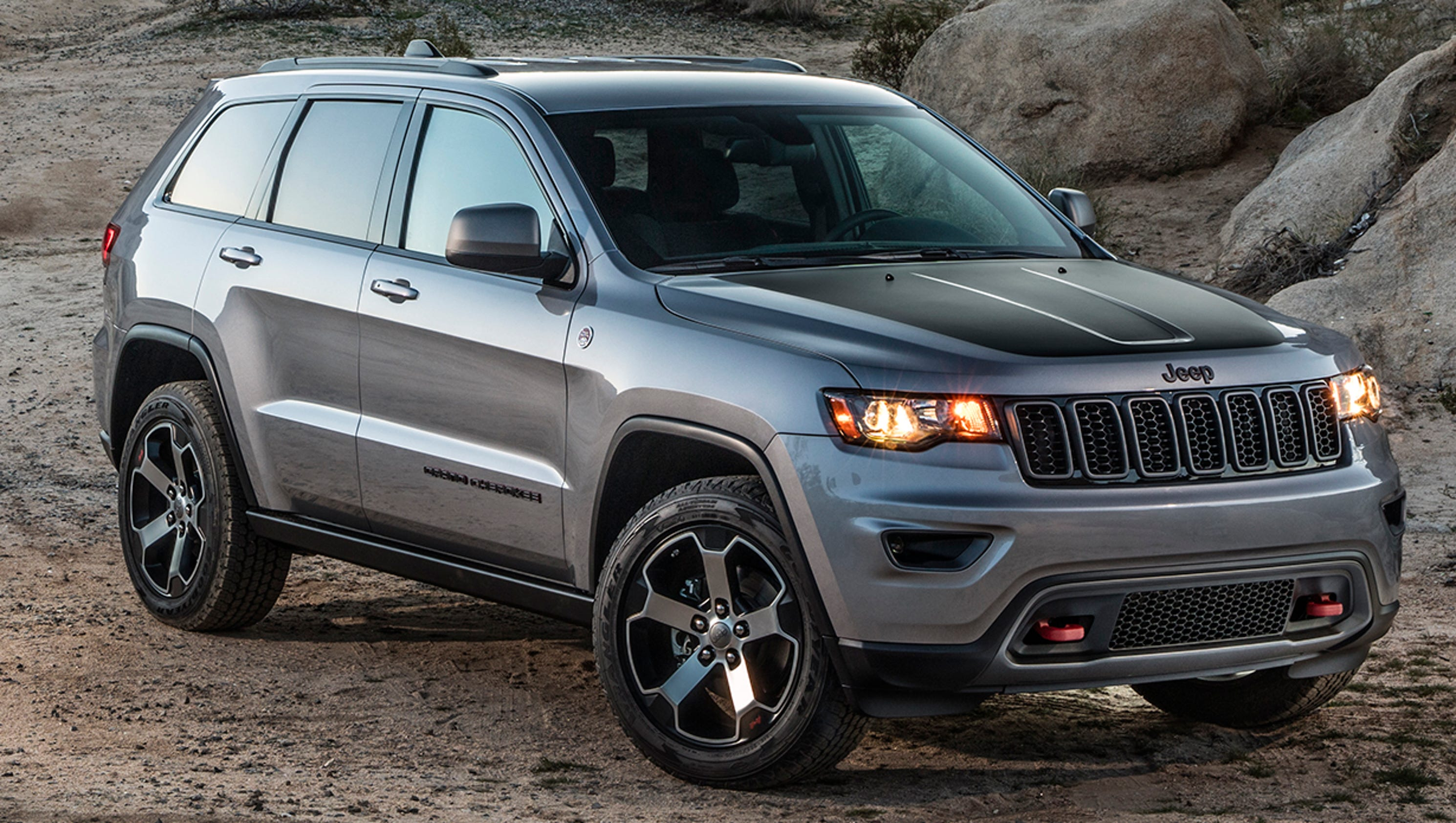 Jeep Shows Grand Cherokee Trailhawk  Summit