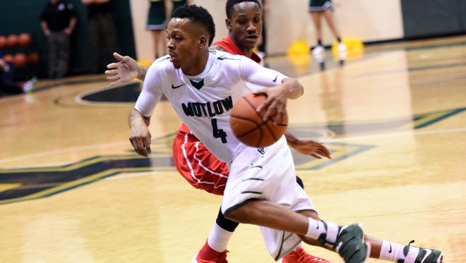 Former Blackman standout Isaiah Hart drives to the basket during a recent Motlow State game.