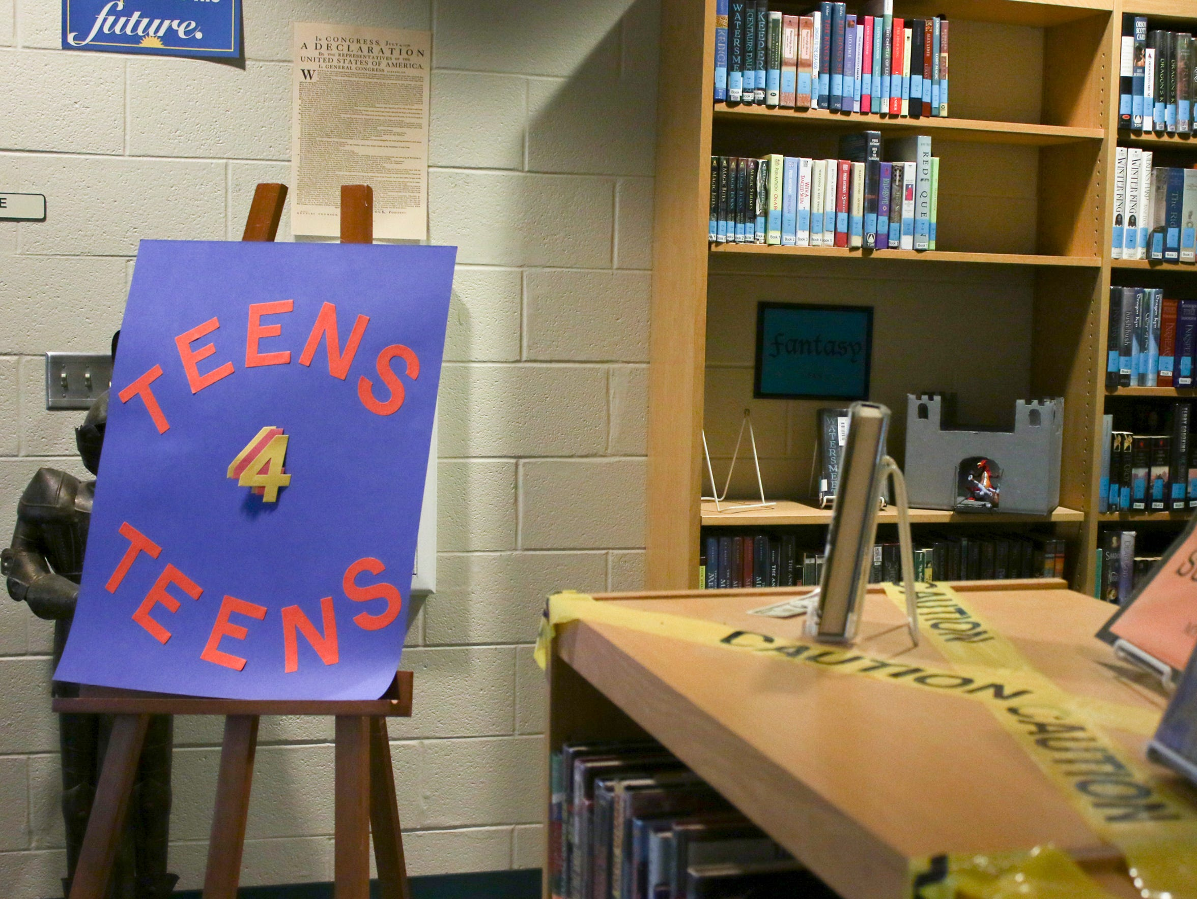 A sign for Teens 4 Teens sits in the Kenwood High School