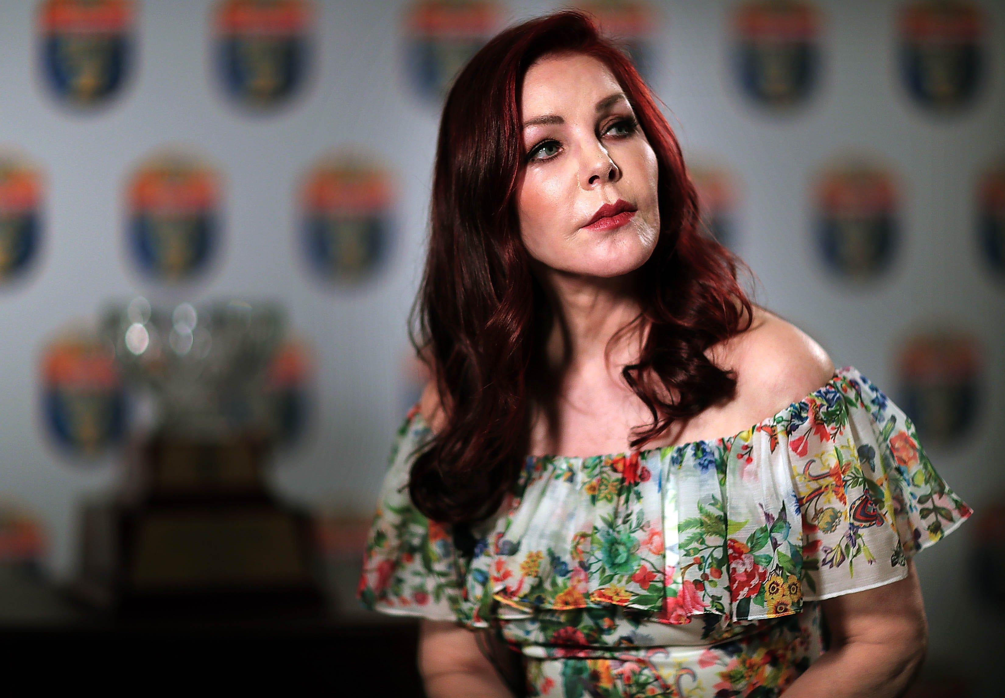 Catherine McCord USA 2 1995-1996,Kiami Davael Sex images Elisabetta Canalis (born 1978),Luciana Littizzetto(born 1964)