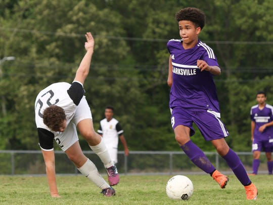 Clarksville freshman Dexter Digby (9) makes his way