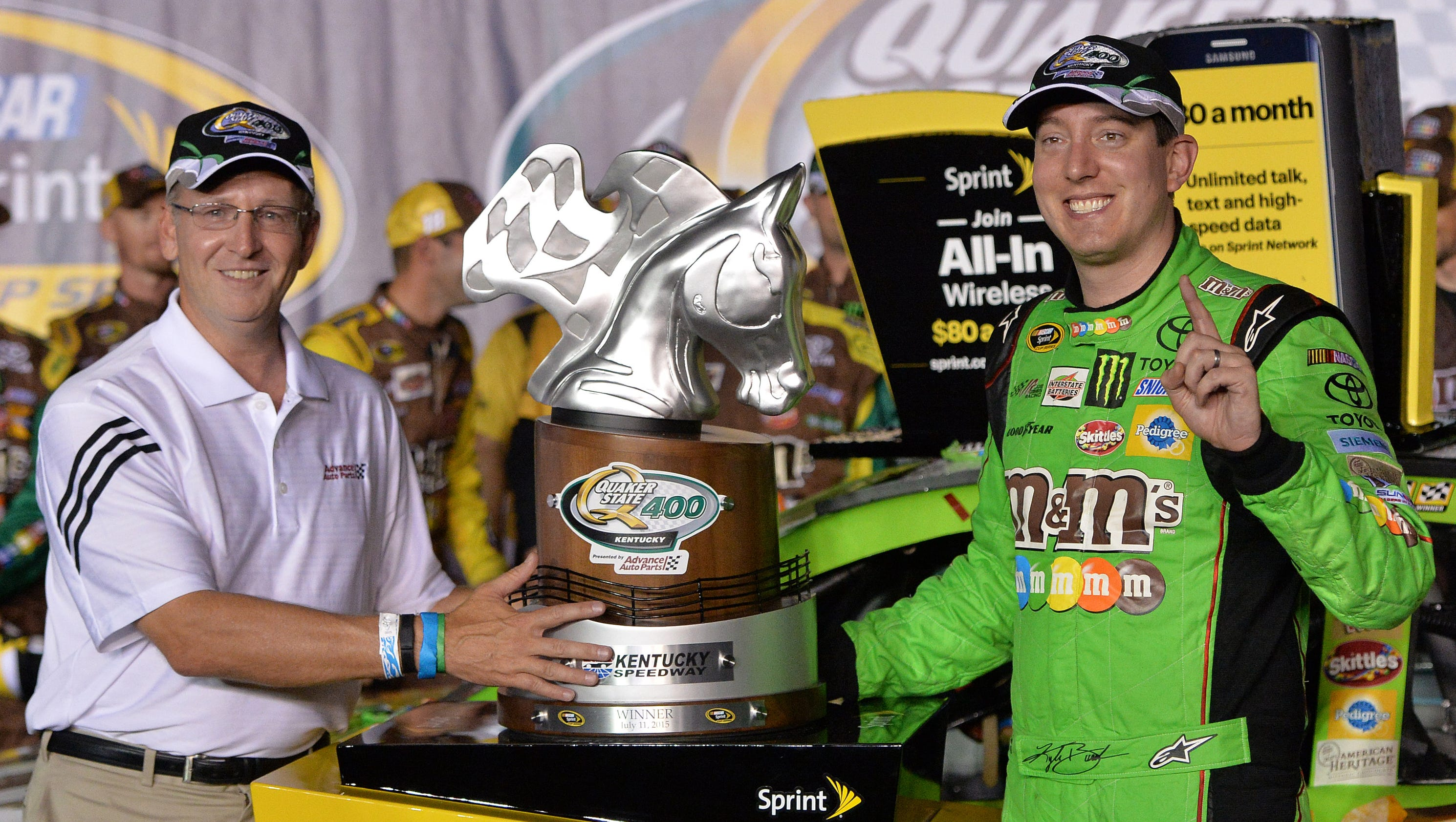 Kyle busch wins sprint cup 400 mile race at kentucky for Motor city pawn shop on east 8 mile