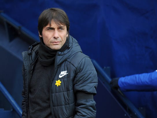 Chelsea manager Antonio Conte wearing black armband
